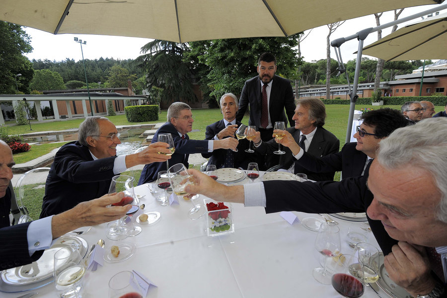 07 brindisi al tavolo del presidente Malago e Bach con Montezemolo Carraro pancalli