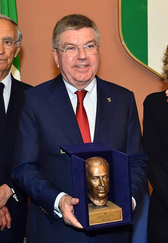 19 Bach riceve il premio Giulio Onesti
